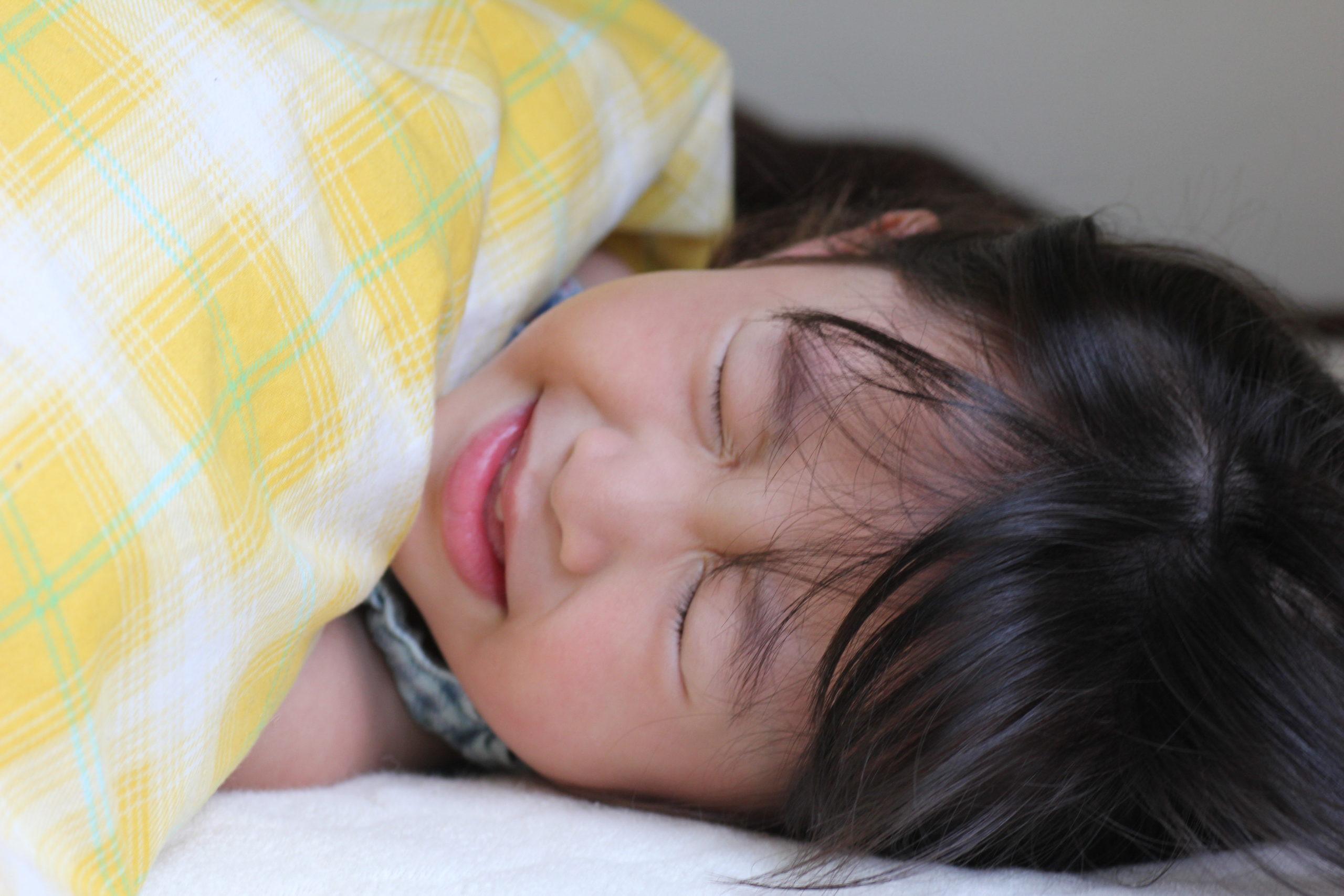 寝込んでいる女の子