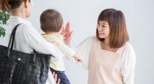 保育士と親子
