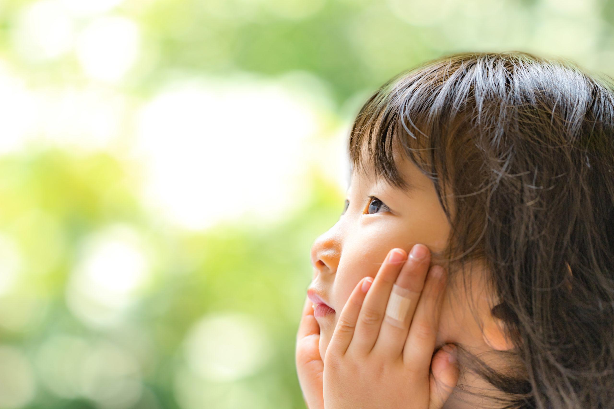 考える幼児